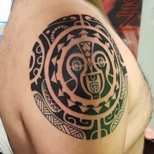 Tatouage traditionnel